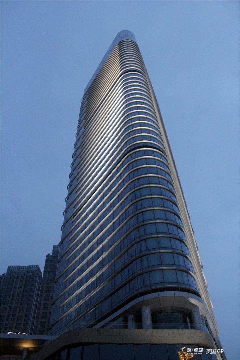 美国gp建筑设计有限公司负责项目设计,该项目共44层,拥有370间酒店